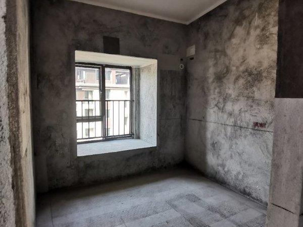 出售碧桂园 翡翠郡顶跃6室3厅3卫149平米128万住宅