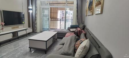 兴龙湖畔,香缇时光正宗4房带阳台,全新现代风格精装修,便宜出售