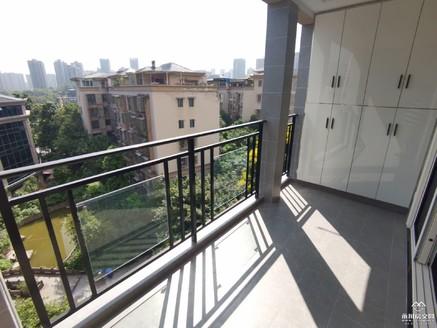 兴龙湖畔,金域蓝湾电梯洋房,现代风格精装大四房,全中庭,急售